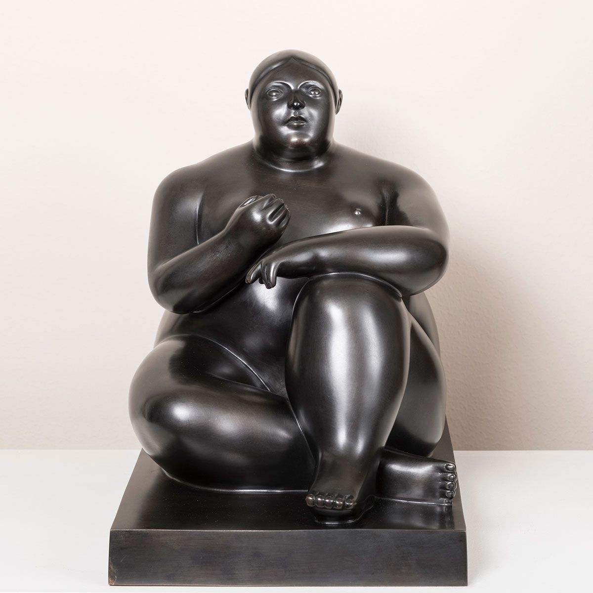 Botero-Seated-Woman-with-apple